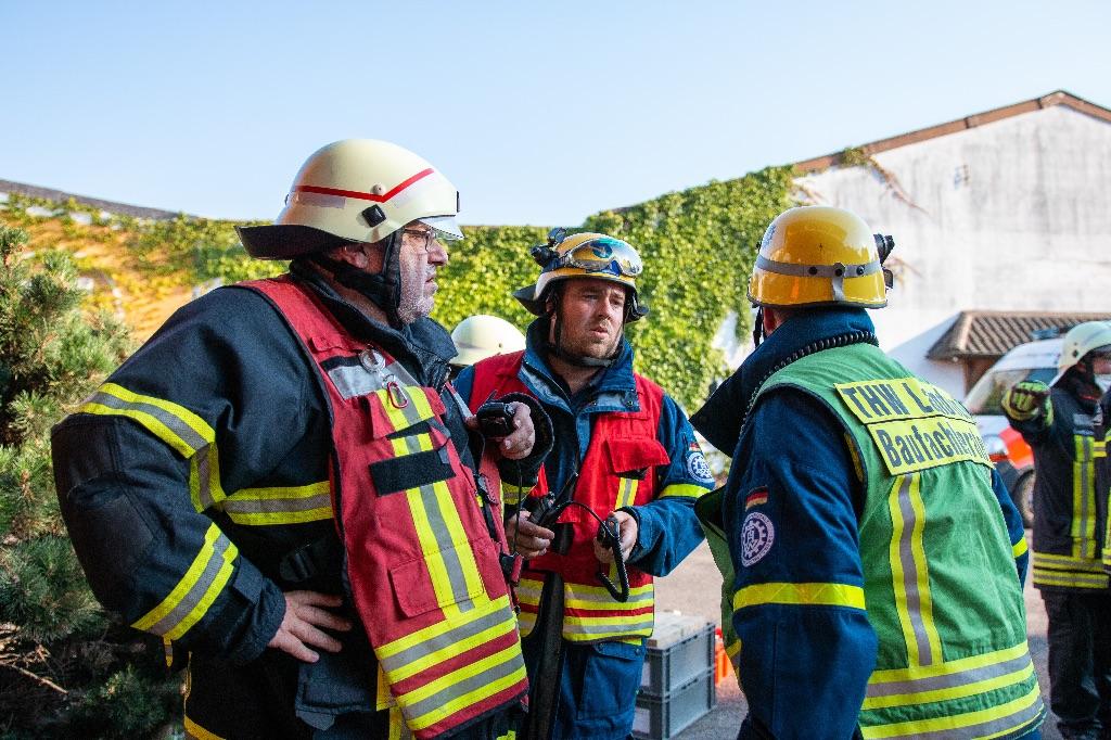 Gemeinsame Großübung von Feuerwehr, THW, DRK und DLRG
