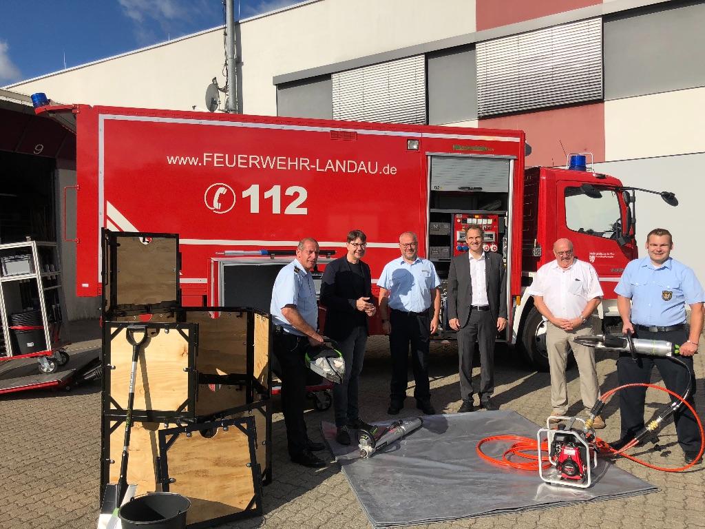 Neue Ausrüstung für den Feuerwehr-Rüstwagen von Stadt und Kreis